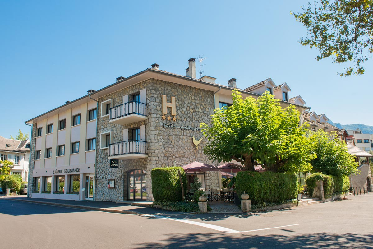 Photo gallery catalpa hotel annecy official website for Site location hotel